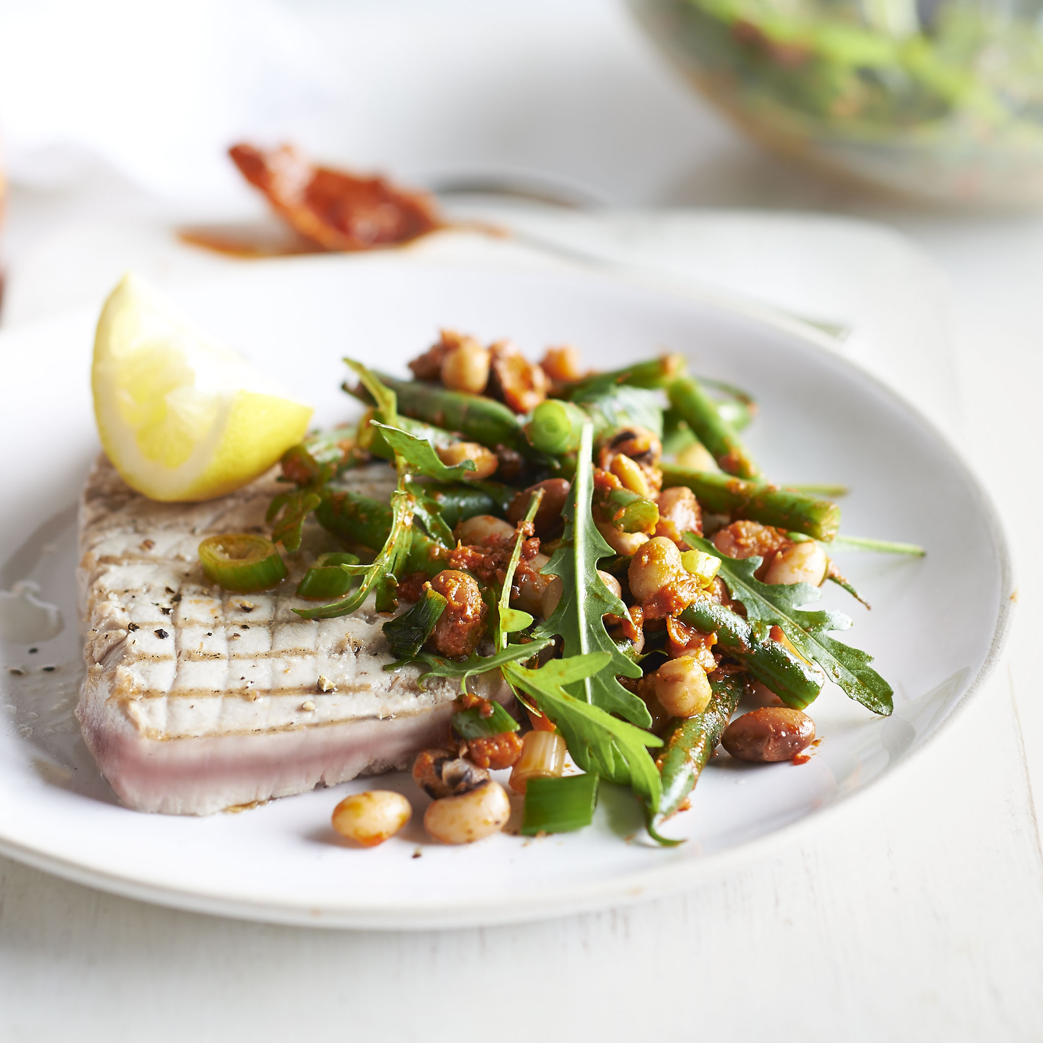 Seared tuna with pesto bean salad