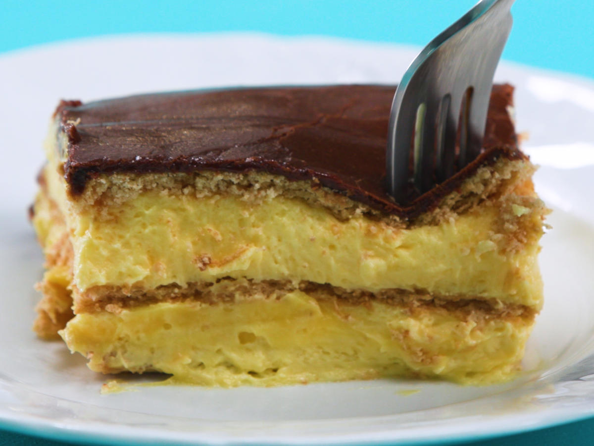 No-Bake Eclair Cake Is a Perfect Oven-Free Entertaining Option