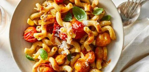 Pasta with Fresh Cherry Tomato, Garlic, and Basil Sauce