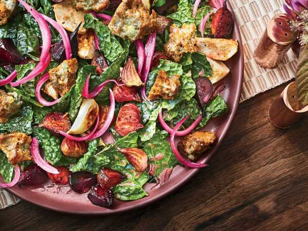 Tuscan Kale Salad with Gorgonzola Croutons