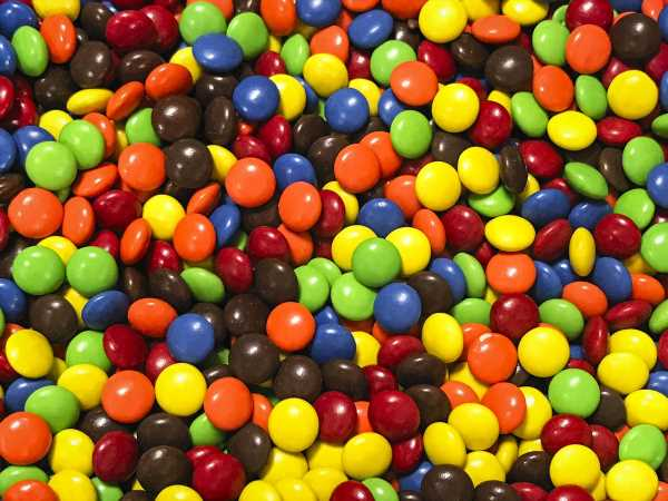 Should You Be Microwaving Your M&Ms? Kim Kardashian Thinks So