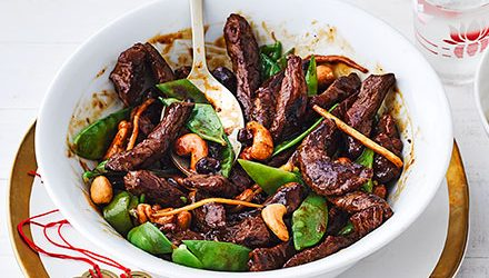 Beef with mangetout & cashews