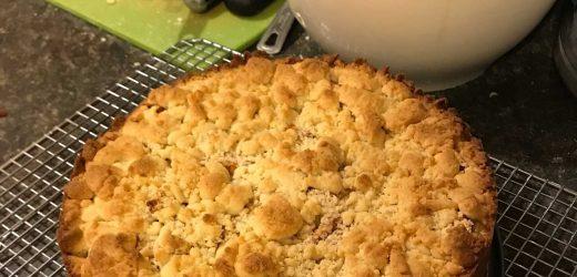 Easy German Apple Streusel Pie